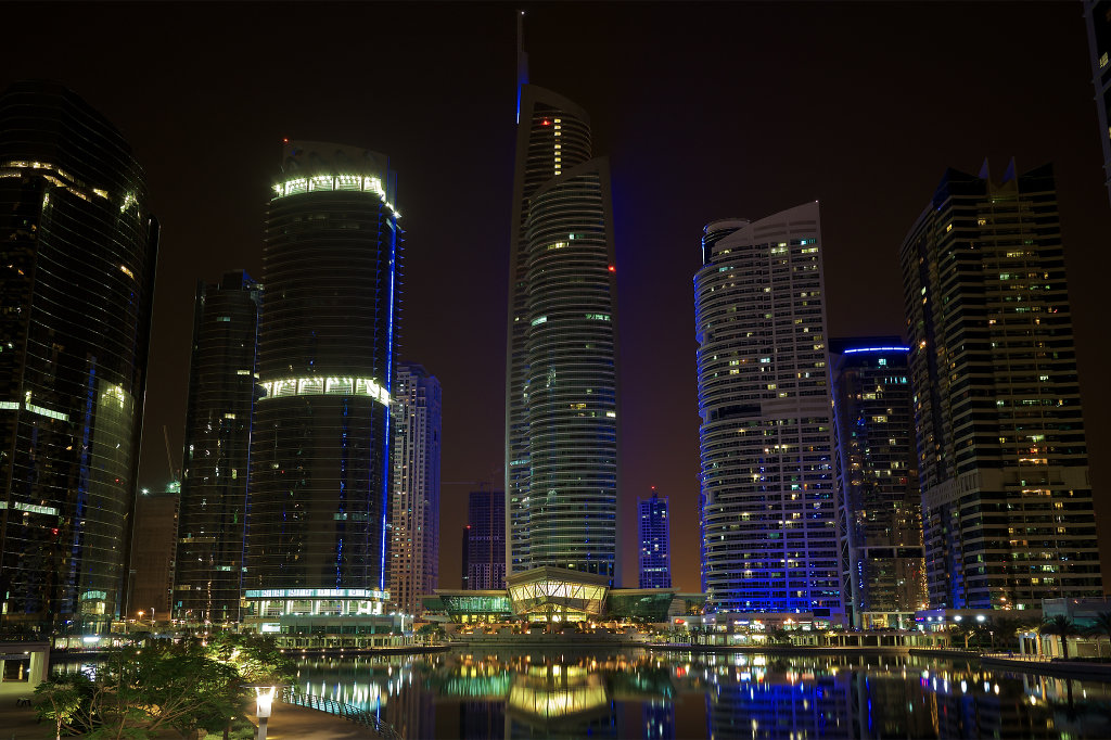 Walking tour of Jumeirah Lake Towers at night (View #3)