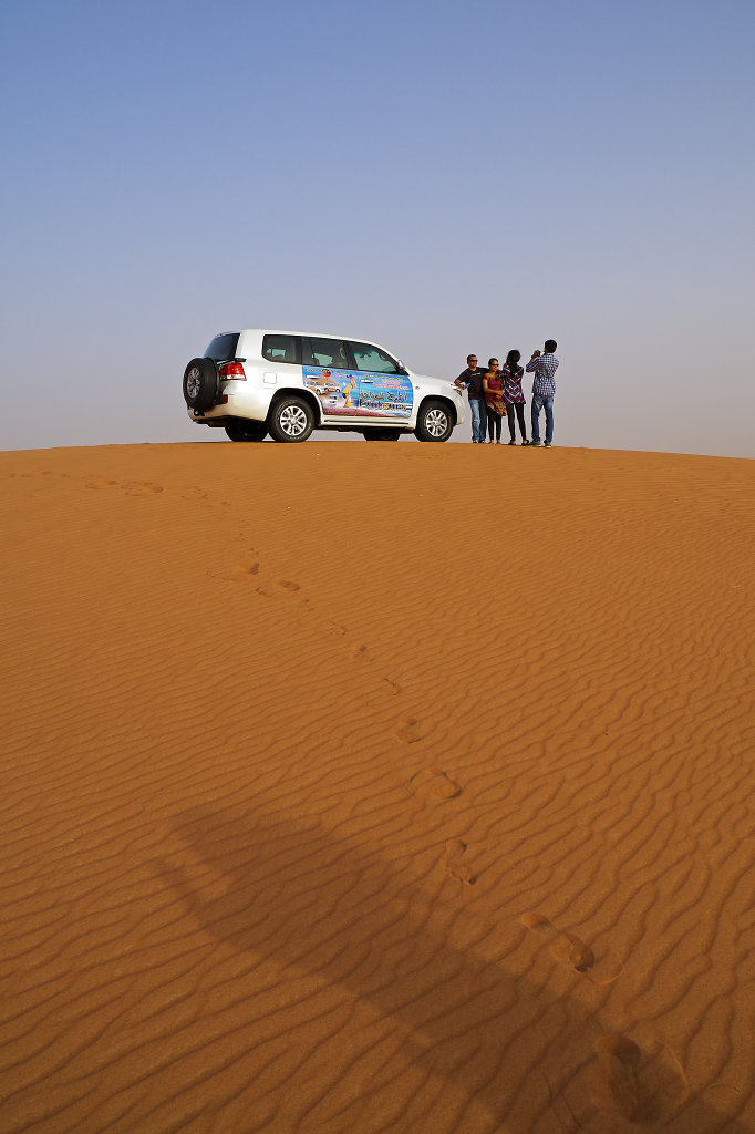4x4 on top of a dune