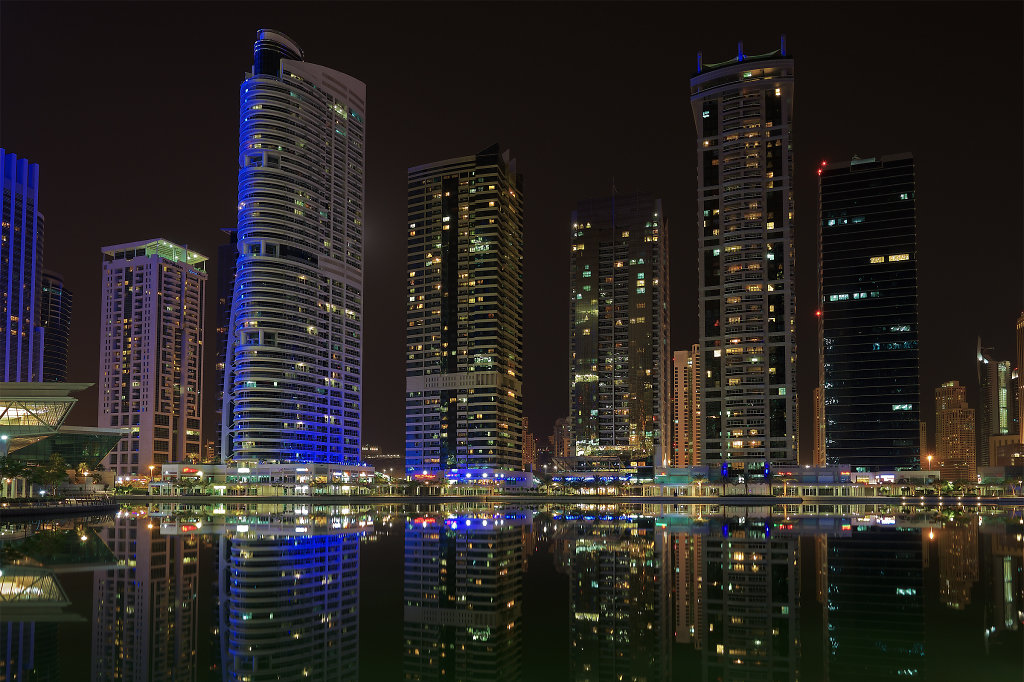 Walking tour of Jumeirah Lake Towers at night (View #2)
