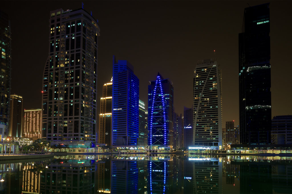 Walking tour of Jumeirah Lake Towers at night (View #1)